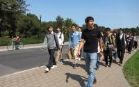 スタンフォード大学院生がキャンパス内を案内